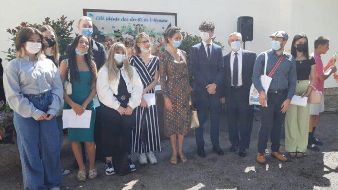 Les élèves du projet aux côtés de Daniel Fischer et Frédérique Neau-Dufour.